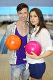 bollar som bowlar kvinnan för klubbahållman Royaltyfria Foton
