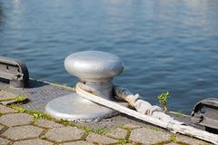 Bollard with rope at the quay Stock Photography