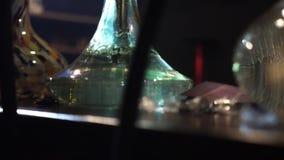 Bolle delle bolle in un primo piano del narghilé Movimento lento stock footage