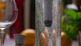 Bolle di aria in acqua stock footage