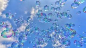 Bolle di sapone contro un cielo blu pulito immagine stock libera da diritti