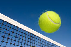 bollen förtjänar tennis royaltyfri fotografi