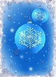 Bollen van Kerstmis van het ijs de blauwe op sneeuwvlokachtergrond Royalty-vrije Stock Afbeelding