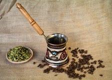 Bollitore, cofee e cardamomo Fotografia Stock