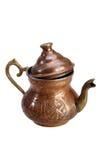 Bollitore di rame turco per tè su un fondo bianco immagine stock