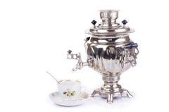 Bollitore e tazza da the di tè russi tradizionali Fotografie Stock Libere da Diritti