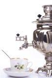 Bollitore e tazza da the di tè russi tradizionali Immagini Stock Libere da Diritti