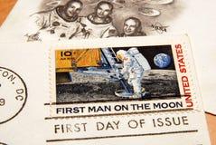 Bollo degli Stati Uniti dell'annata del primo uomo sulla luna Fotografia Stock