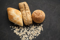 Bollo del pan con las escamas de la avena Foto de archivo