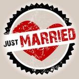 Bollo di Grunge con cuore e sposato appena Immagine Stock Libera da Diritti