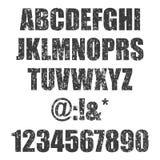 Bollo di vettore tutti i lettere e numeri Struttura di Grunge Elementi d'annata Illustrazione di vettore Fonte sporca della lette royalty illustrazione gratis