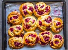 Bollo dulce del queso del Ricotta de la frambuesa fotografía de archivo libre de regalías