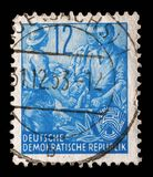 Bollo stampato nel GDR, manifestazioni agricoltore, lavoratore, intellettuali Fotografia Stock Libera da Diritti
