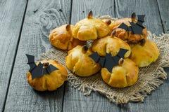 Bollos dulces hechos en casa de la calabaza para Halloween Foto de archivo libre de regalías