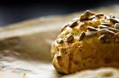 Bollos hechos en casa con las semillas de girasol Imagen de archivo libre de regalías