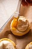 Bollos hechos en casa del queso Imágenes de archivo libres de regalías