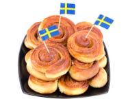 Bollos tradicionales suecos en una placa Imagen de archivo libre de regalías