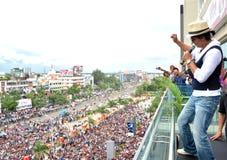 Bollywoodster Shahrukh khan met ventilators royalty-vrije stock afbeeldingen