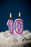 Bolo: Bolo de aniversário com velas para o 10o aniversário Fotografia de Stock