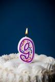 Bolo: Bolo de aniversário com velas para o 9o aniversário Imagem de Stock Royalty Free