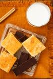 Bolo caseiro com chocolate e leite Fotografia de Stock Royalty Free