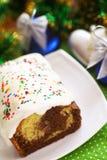 Bolo caseiro do Baunilha-chocolate com crosta de gelo Imagem de Stock Royalty Free
