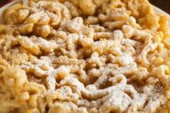 Bolo caseiro do funil com açúcar pulverizado Imagem de Stock