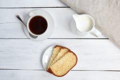 Bolo com copo de café Vista superior Foto de Stock Royalty Free