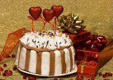 Bolo com corações do Valentim fotos de stock royalty free