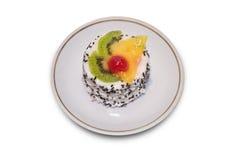 Bolo com spinkles e fatias de fruta na parte superior. Imagens de Stock