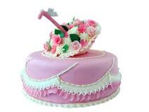 Bolo cor-de-rosa com flores e borboleta fotografia de stock