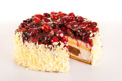 Bolo cremoso claro da sobremesa com bagas vermelhas Fotos de Stock