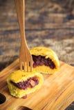 Bolo da abóbora do pão caseiro com feijão vermelho foto de stock