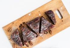 Bolo da brownie da noz-pecã Fotografia de Stock Royalty Free