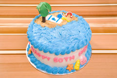 Bolo da praia do feliz aniversario Imagens de Stock