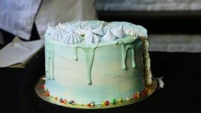Bolo de aniversário azul decorado no tema do céu filme