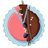 Bolo de aniversário com o creme do chocolate e da morango decorado com amoreira Fotografia de Stock Royalty Free