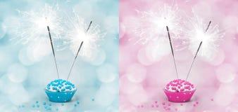 Bolo de aniversário com sparkler Fotos de Stock