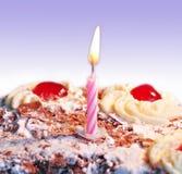 Bolo de aniversário com uma vela Fotos de Stock Royalty Free