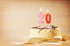 Bolo de aniversário com vela ardente como um número vinte Fotografia de Stock Royalty Free