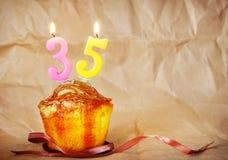 Bolo de aniversário com velas ardentes como o número trinta e cinco Fotografia de Stock