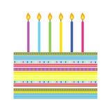 Bolo de aniversário com velas coloridas ilustração do vetor