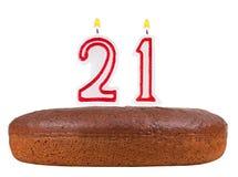 Bolo de aniversário com velas número 21 isolado ilustração royalty free