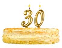 Bolo de aniversário com velas número trinta fotografia de stock