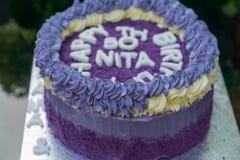 bolo de aniversário do th 50 feito fora dos batatas doces roxos Foto de Stock