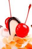 Bolo de Buatiful com cereja vermelha Fotos de Stock