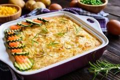Bolo de carne picado com carne triturada, as batatas trituradas e o vegetal Imagens de Stock Royalty Free