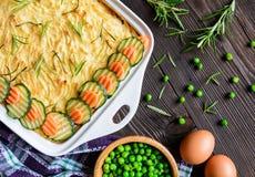 Bolo de carne picado com carne triturada, as batatas trituradas e o vegetal Foto de Stock