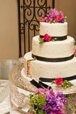 Bolo de casamento após a primeira fatia Imagens de Stock
