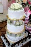 Bolo de casamento branco Fotos de Stock Royalty Free
